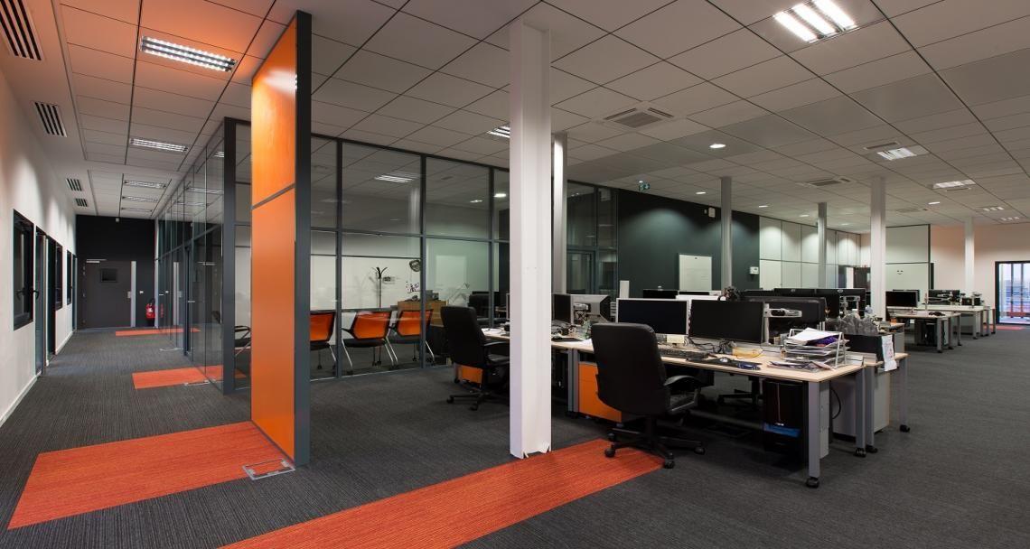 Open space dans les bureaux d arkane studios à lyon france