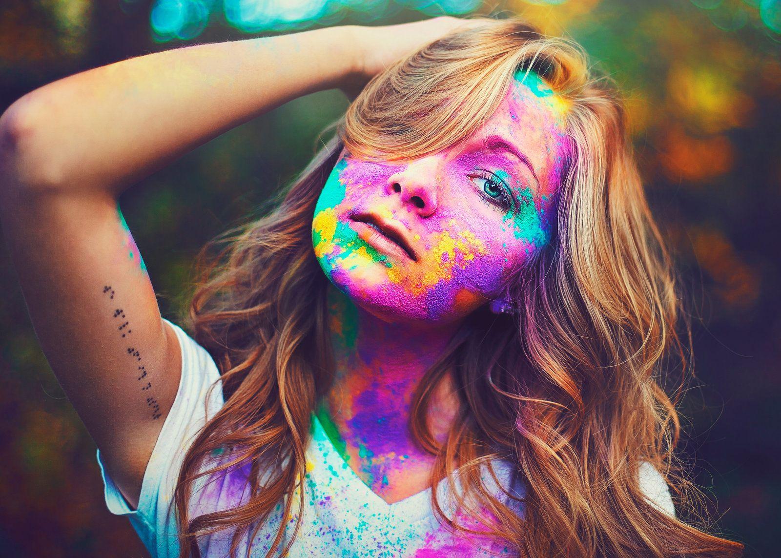 Emalee unqiue senior photos with color powder bismarck