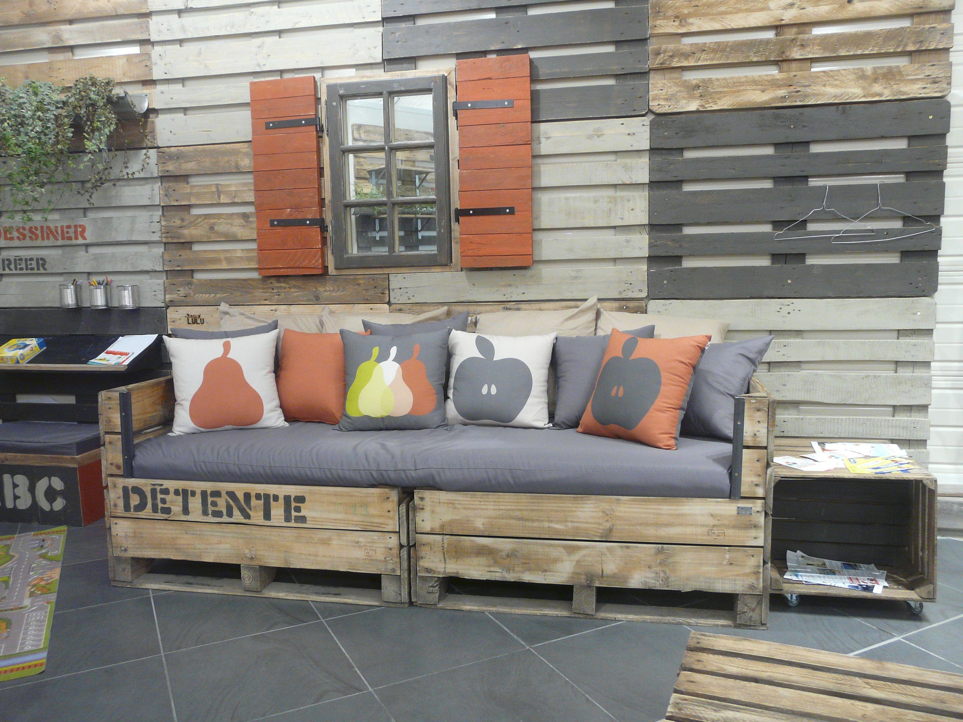 banquette cr e pour un magasin bio tissu des coussins. Black Bedroom Furniture Sets. Home Design Ideas
