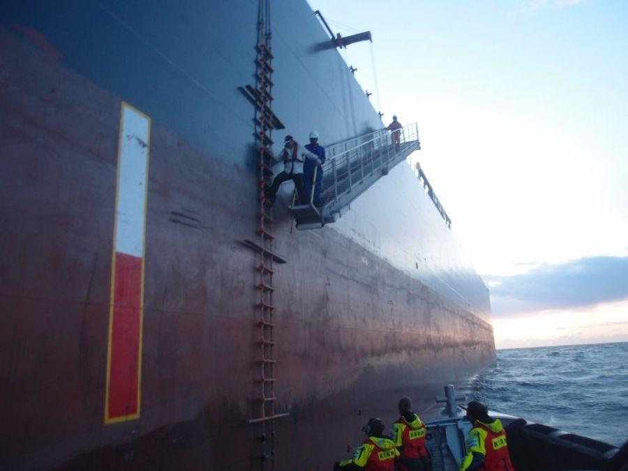 Evacuatie zeeman met rugklachten/ Station Hoek van Holland.