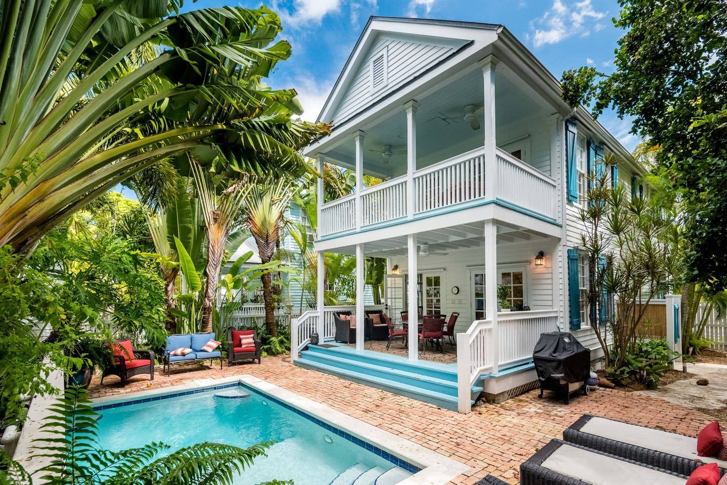 Dogfriendly home w/ private pool & space to lounge walk
