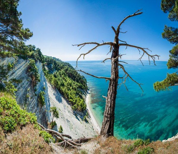 """Not Carribean! This place is called """"Blue abyss"""" and located in #Russian hard-to-spell town of Геленджик [Gelendzhik]. Turquois water, mountain coast, the sea seems bottomless..."""
