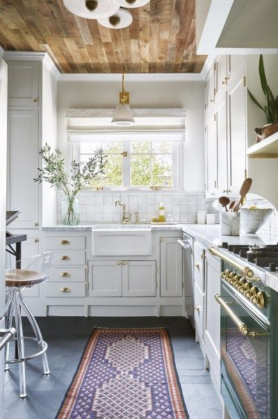 This Designer Put Wood Ceilings in Her Kitchen, and We're Obsessed - Kitchen remodel trends, Charming kitchen, Kitchen style, Wood ceilings, Kitchen cabinet trends, Kitchen lighting design - Would you put wood ceilings in your kitchen  Designer Dee Murphy did, and it's proof that you can never go wrong with a statement ceiling  Here's how to achieve the unique look