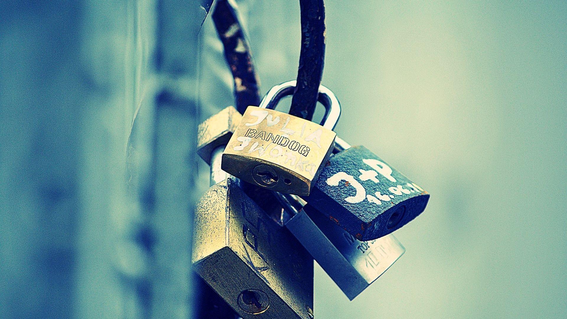 lock, bunch, metal - http://www.wallpapers4u.org/lock-bunch-metal/