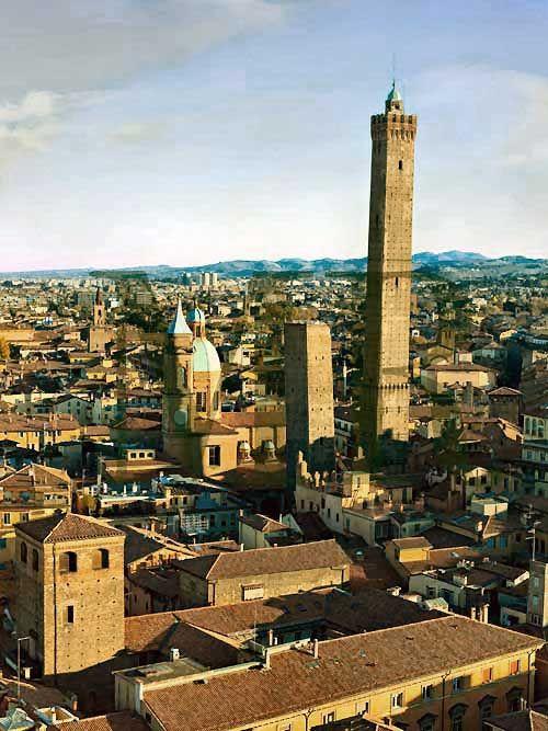Torre degli Asinelli - Bologna, Emilia Romagna, Italy