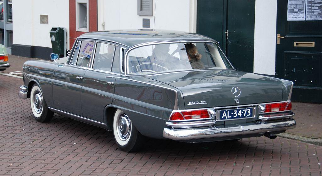 autumn mercedes meeting heckflossen 1961 mercedes benz 220 se mercedes benz 220 mercedes. Black Bedroom Furniture Sets. Home Design Ideas