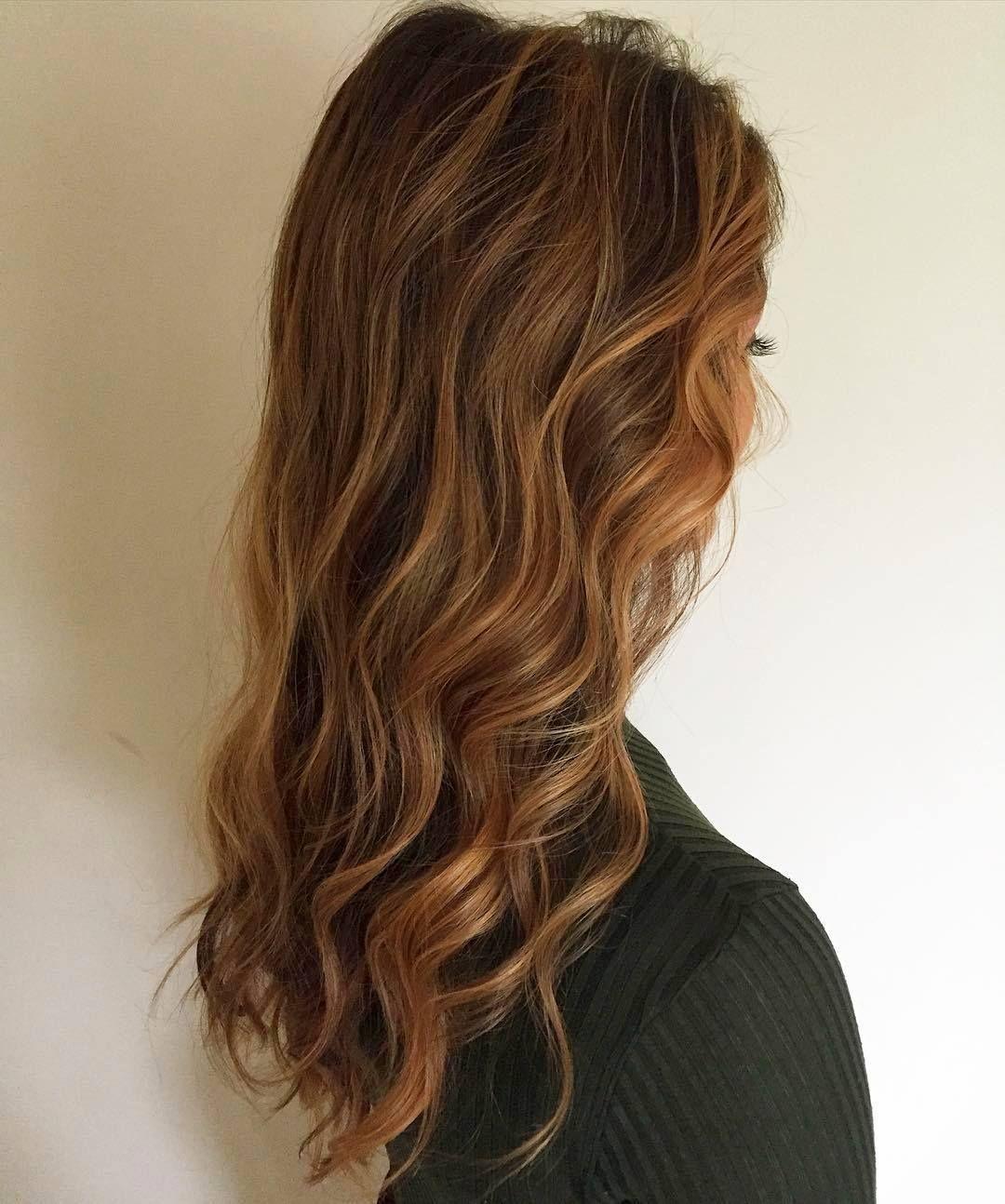 карамельные оттенки волос фото этого