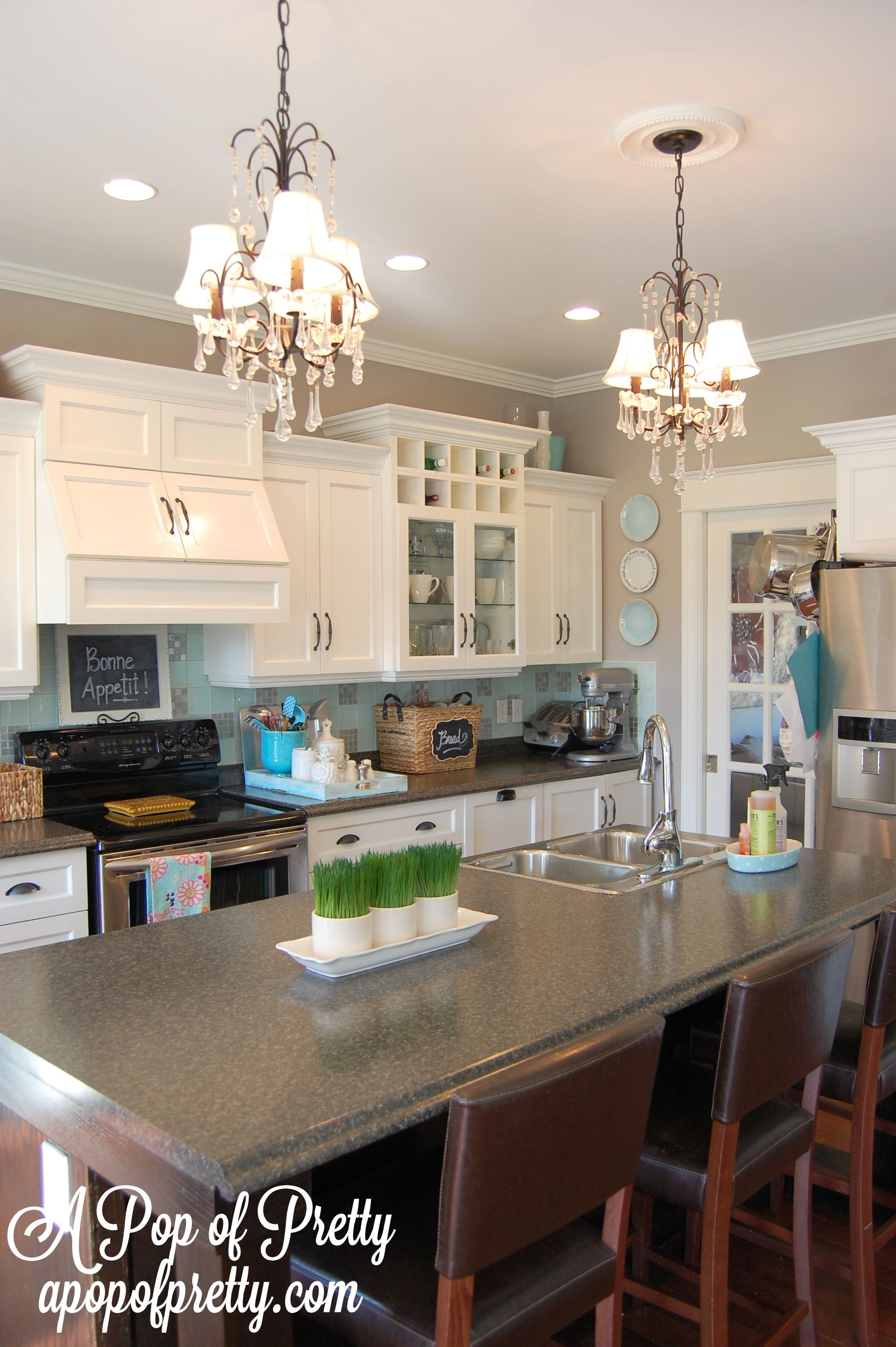 Benjamin Moore Silver Fox The Ideal Mid Tone Gray A Pop Of Pretty Grey Kitchen Walls Kitchen Remodel Kitchen Decor