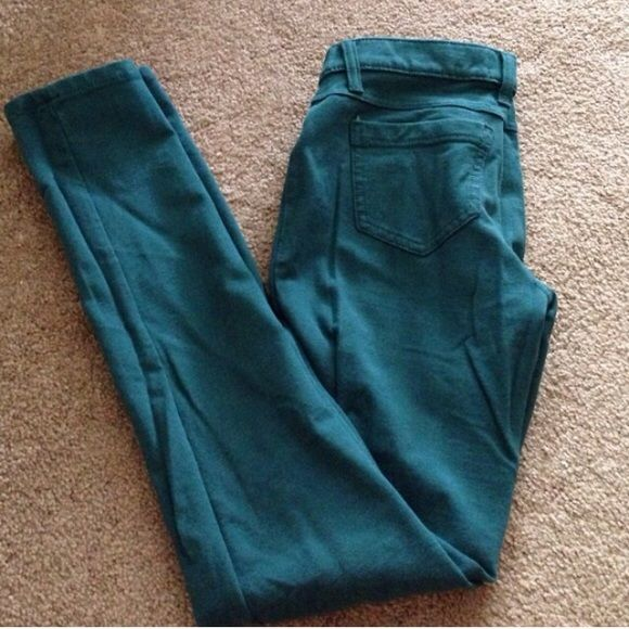 Teal leggings. Teal leggings. Two fake front pockets and the two back pockets are real. Rarely worn. Mudd Pants Leggings