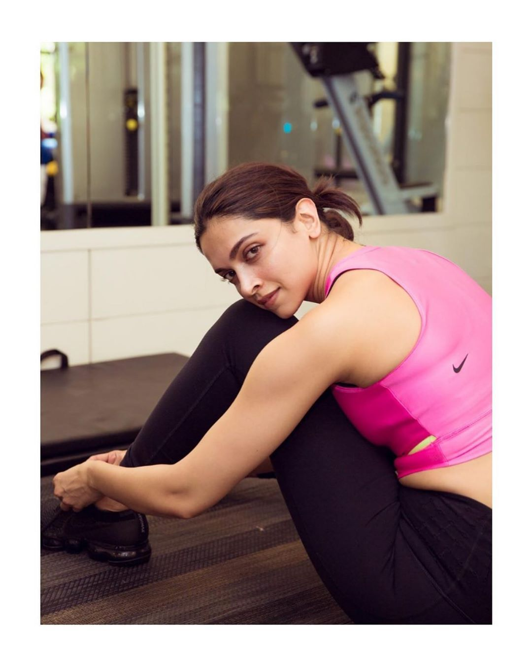 Pin By Pankaj Kumawat On Indian Cinema Deepika Padukone Hot Workout Pictures Gym Workouts Pictures