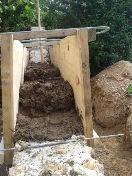 cr ation de la premi re lev e construire des murs en terre cob wall mud construction la. Black Bedroom Furniture Sets. Home Design Ideas