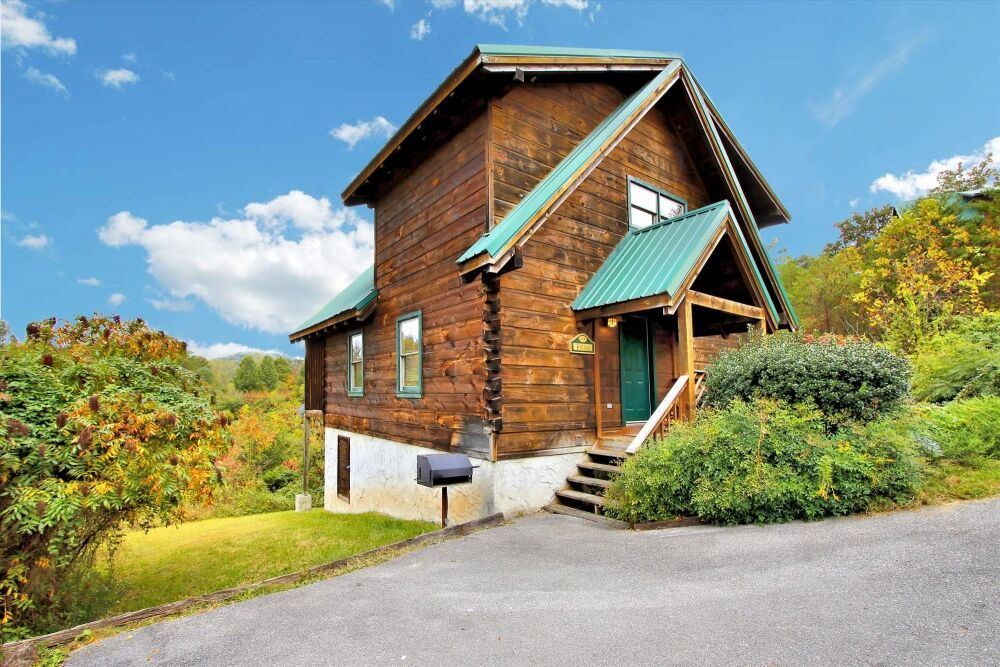 Debunking the Top 4 Myths About Pet Friendly Cabins in the