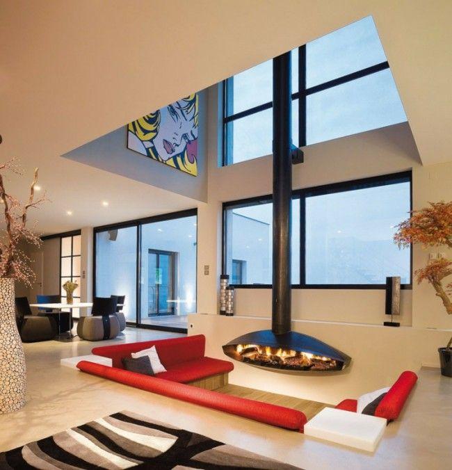 Das Wohnzimmer Besitzt Eine In Den Boden Eingelassene Sitzecke Mit Schwebe Kamin Kaminbau Wohnzimmer Design Futuristisches Interieur