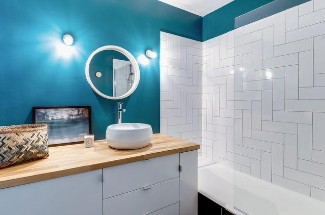 Bleu dans la salle de bains  10 inspirations déco Lofts - salle de bain en bleu