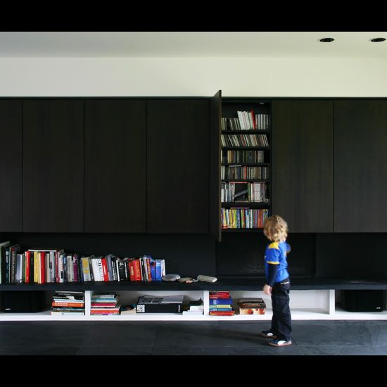 | MEDIA WALLS | Projecten - Architect Aalst, Tom Lierman - bureau voor architectuur en interieur. Clever way of integrating wall storage and use of materials #media walls