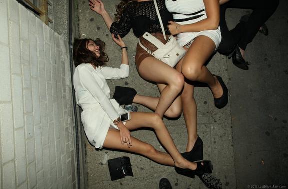 Bilderesultat for drunk girls