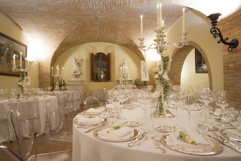Coprisedie matrimonio ~ Mise en place per matrimonio in stile classico preludio noleggio