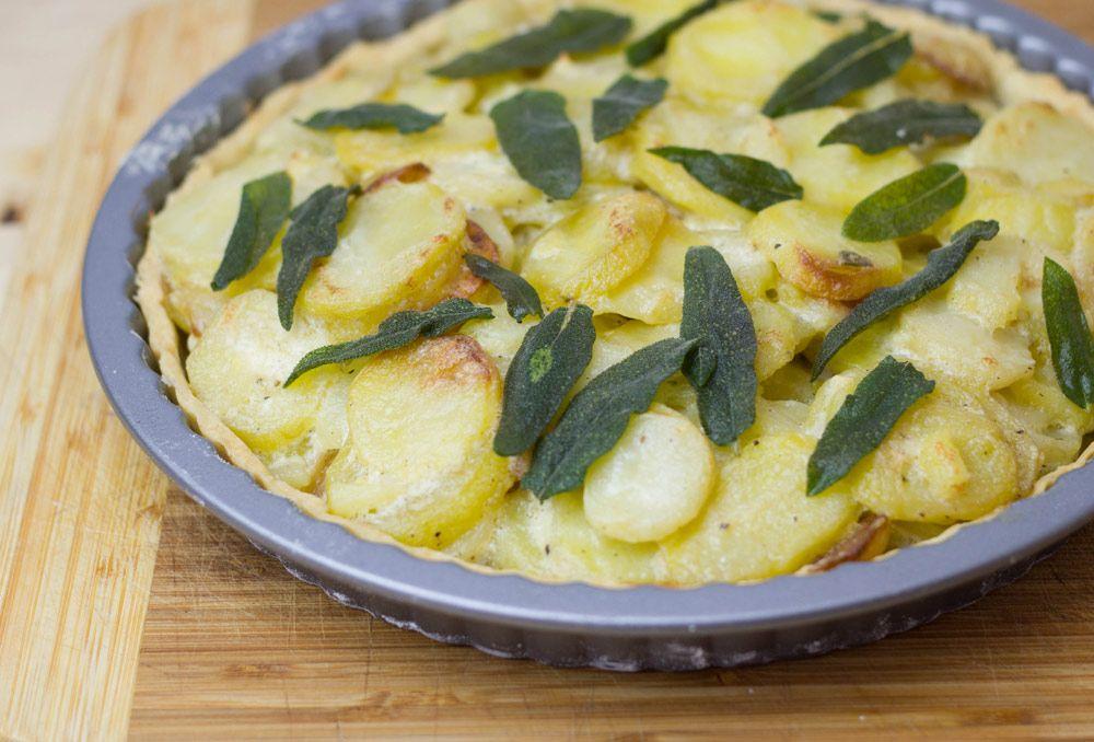 moey's kitchen: Französische Bratkartoffeltarte mit Crème fraîche und Salbei