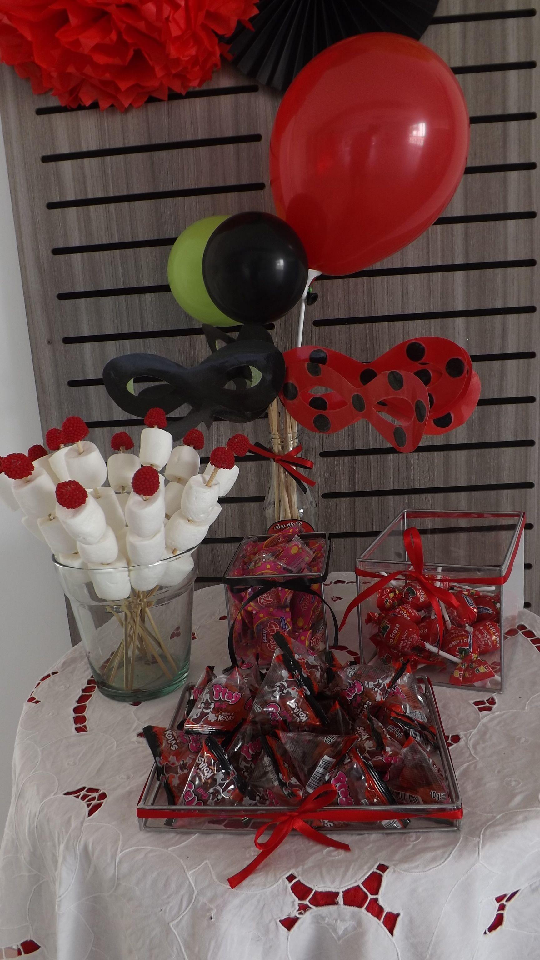 Mesa De Dulces Y Antifaces De Cat Noir Y Ladybug Fiesta De Lady Bug Mesa De Dulces Decoraciones De Mesa Dulce