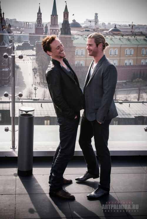 Tom Hiddleston and Chris Hemsworth... I would love to be in the middle of that sandwich!!!