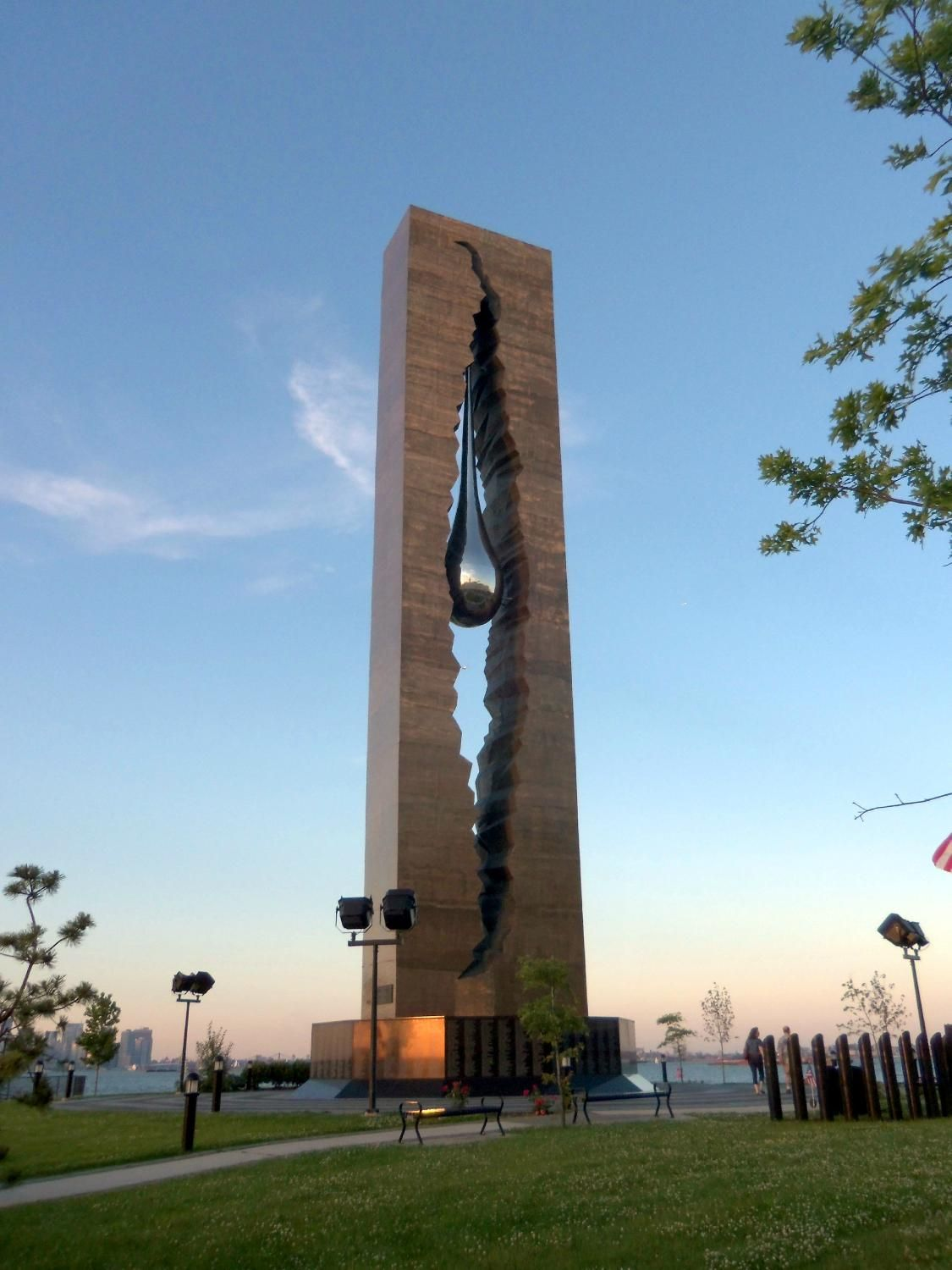 Teardrop Monument In New York Donated By Russia In Memory Of - Map teardrop from russia to us
