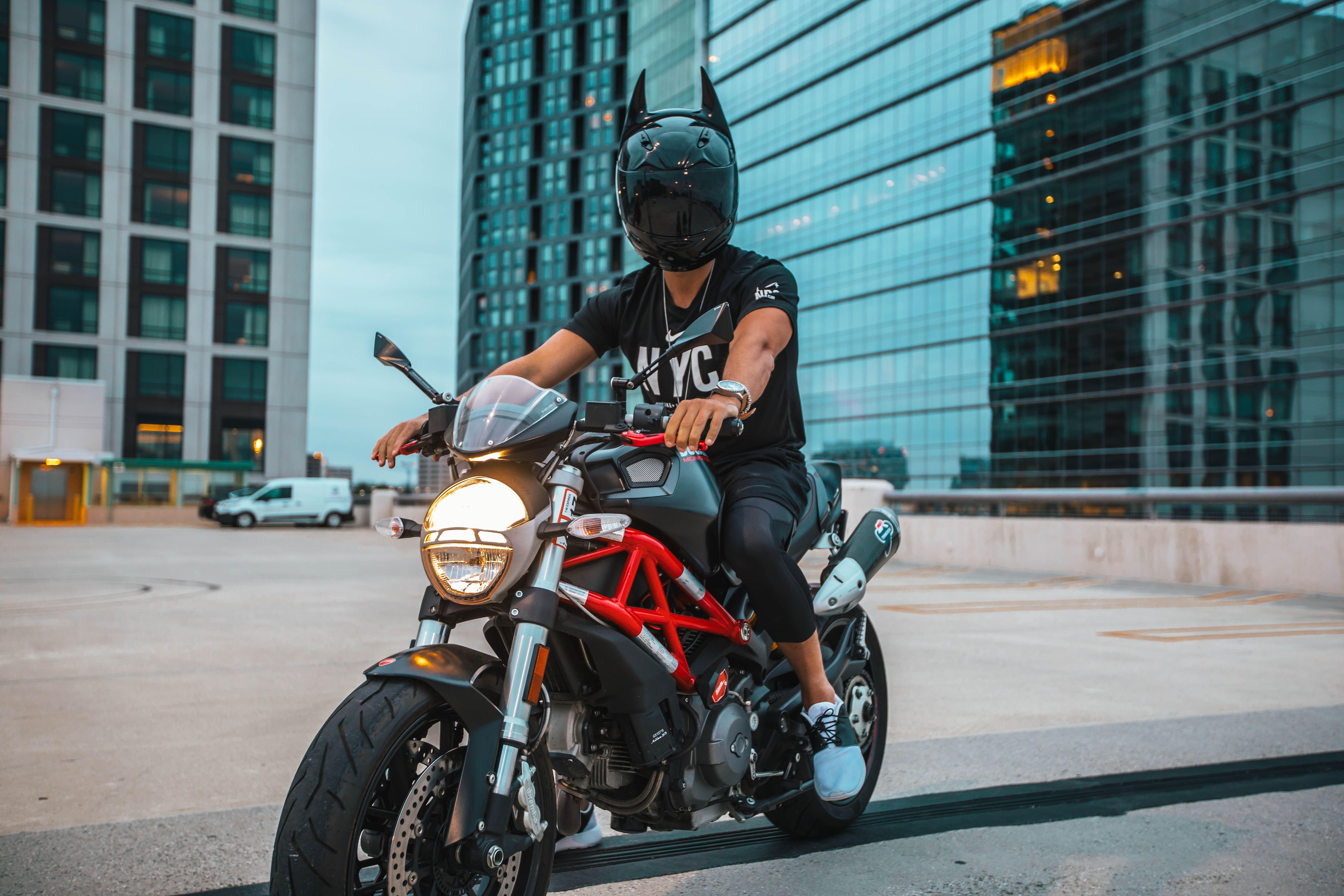 перевести крутые картинки на аву для мужиков на мотоцикле традиционными компактными автомобилями