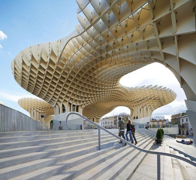 Praça em Sevilha, Espanha. #architecture #plaza  | http://www.bimbon.com.br/projeto/mobiliario_urbano_20_projetos_de_parques_e_pracas_pelo_mundo