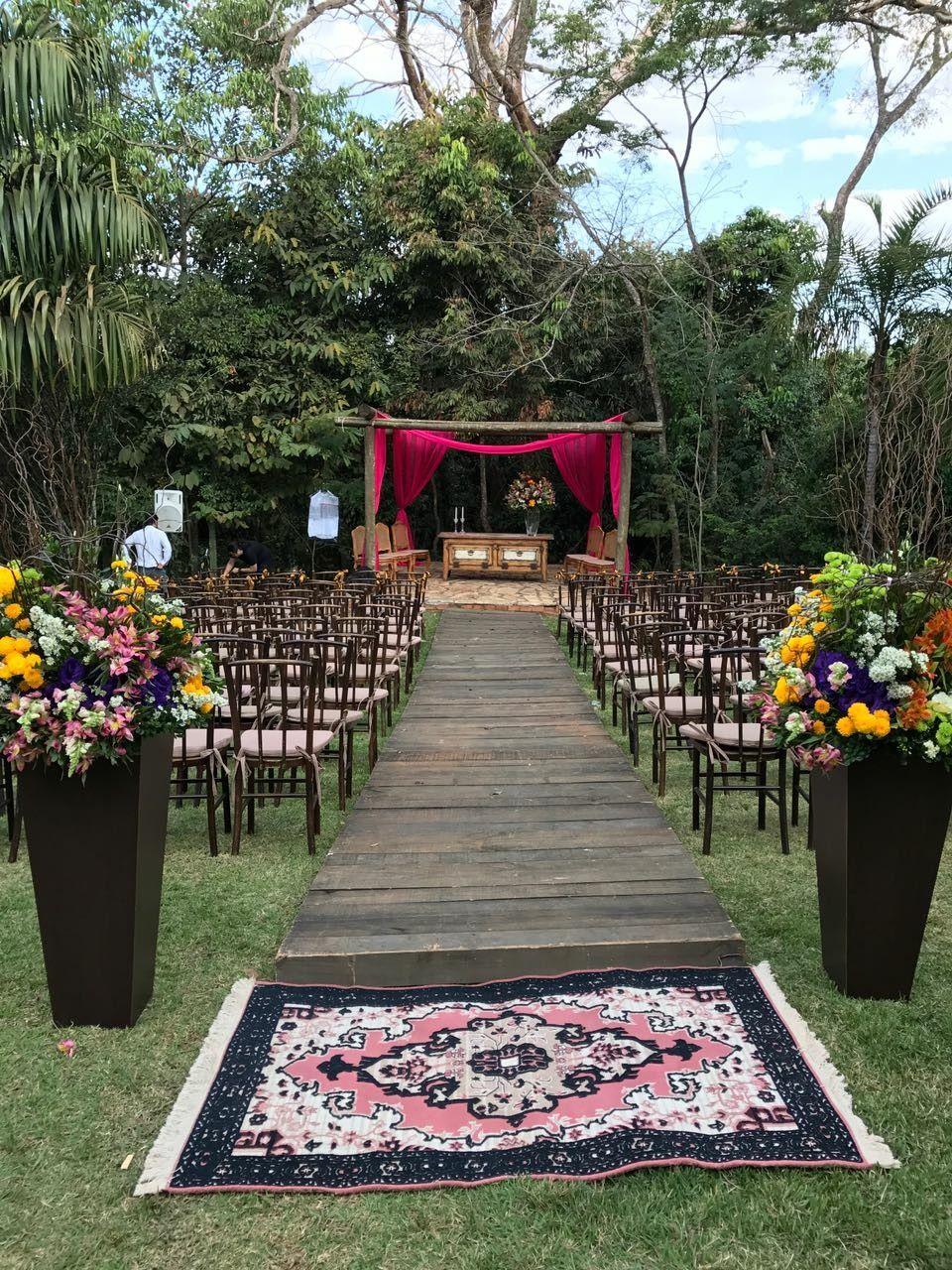 Cerimonia Ao Ar Livre Com Passarela De Madeira Casamento Lindo
