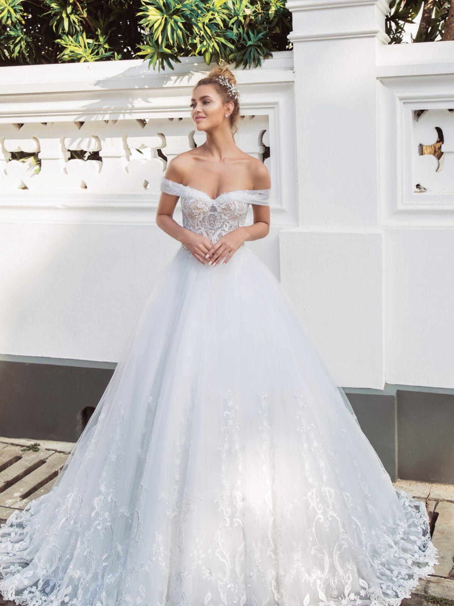 6bdb3d40c842 Νυφικα 2019  ρομαντικα νυφικα  νυφικα με εντυπωσιακη πλατη  γοργονε νυφικα   νυφικα με