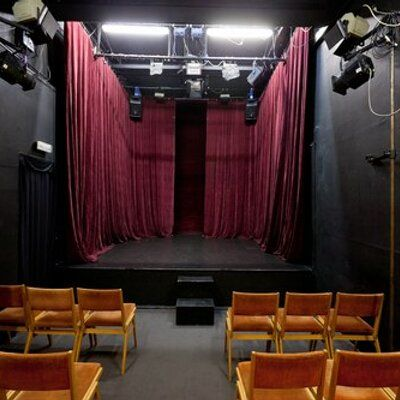 Kuhles Theater Im Wohnzimmer Und Fotogalerie Theater Verlangertes