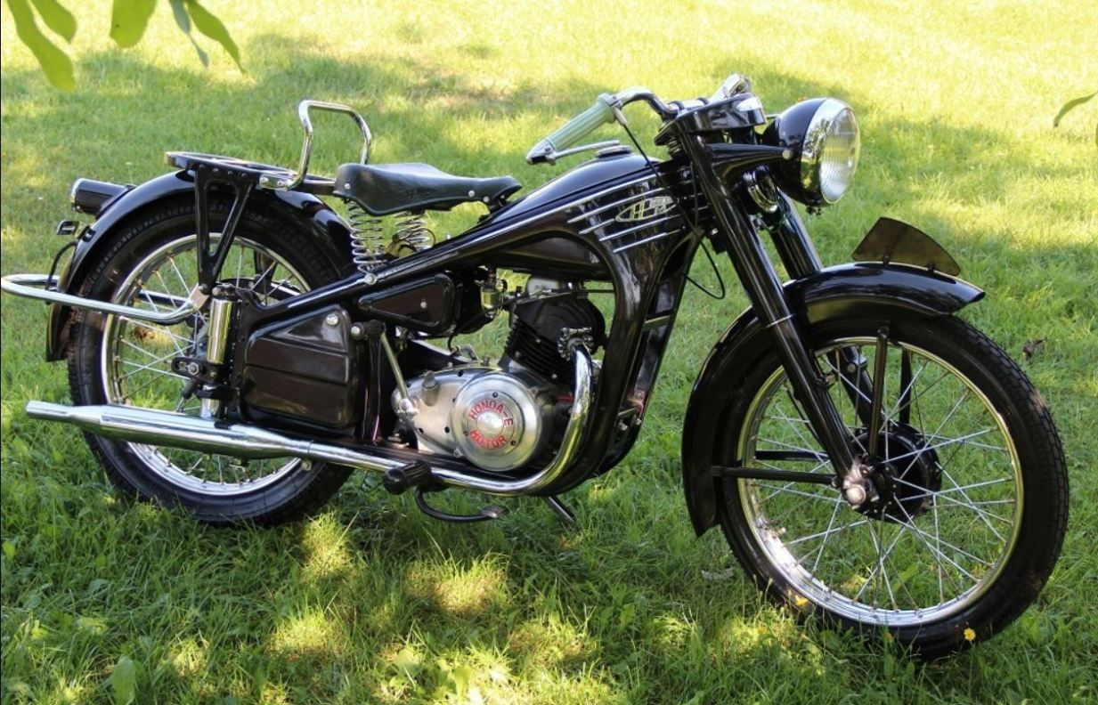 Early Honda Four Stroke 1953 Honda Dream Model 3e Honda Old Bikes Classic Honda Motorcycles