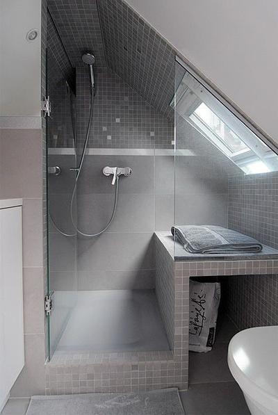 Klasse Einteilung für ein kleines Badezimmer mit Dachschräge - badezimmer mit schräge