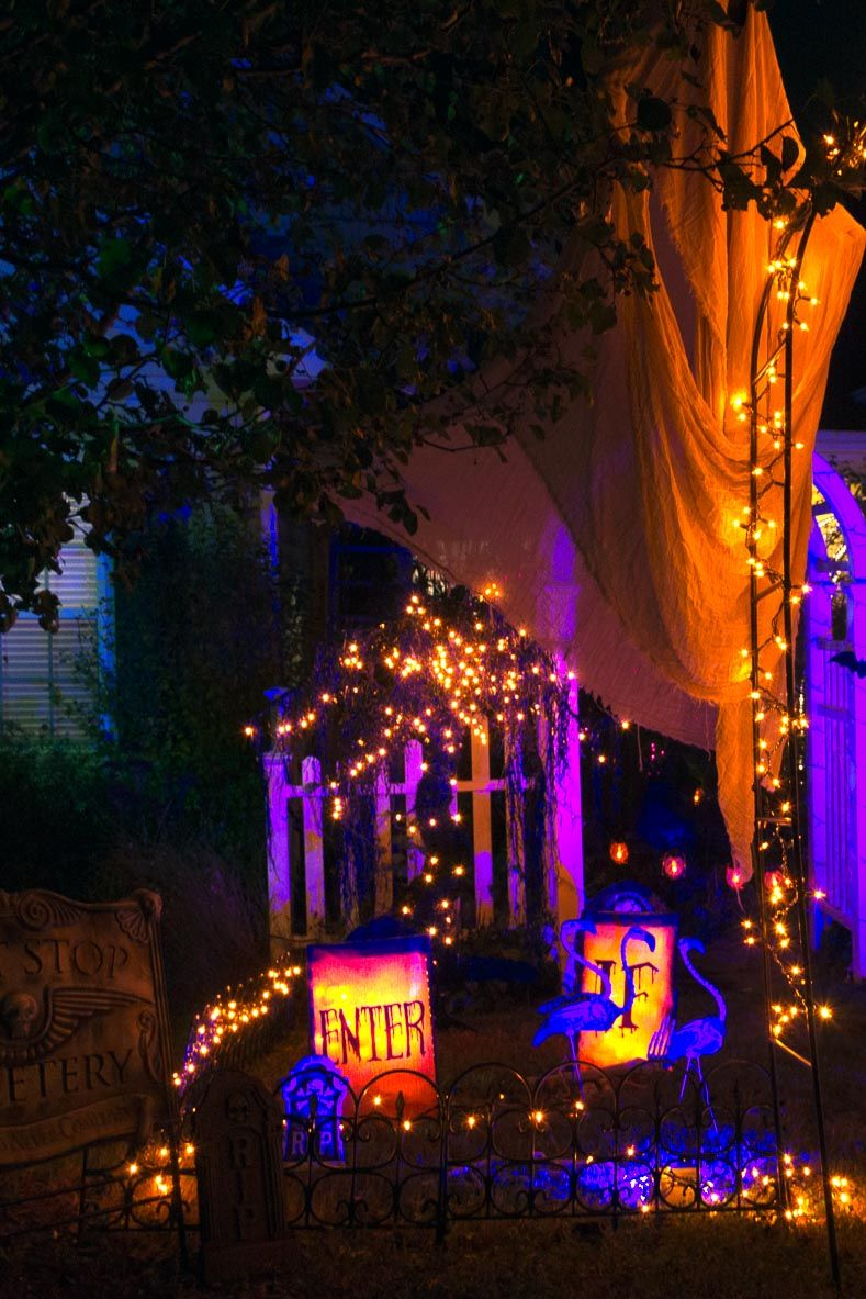 11 Ways To Create Spooky Halloween Lighting Spooky halloween - scary halloween yard decorating ideas