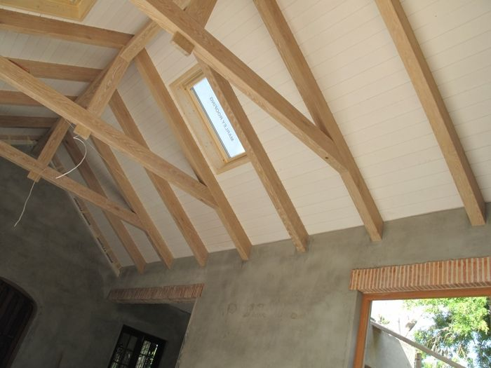 Exposed trusses ceiling google search exposed roof for Exposed roof trusses images