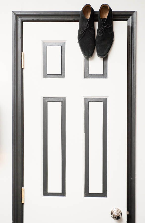 Love the black & white painted door frame. Image from the Coveteur ...