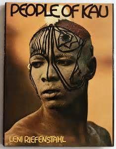 """3.""""People of Kau"""" Libro de fotografías que continúa su trabajo sobre la tribu de los nuba"""