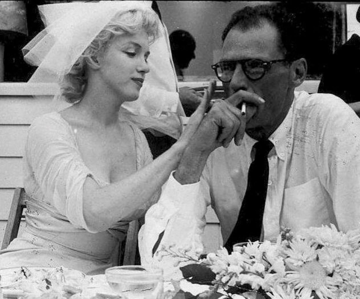 Marilyn Monroe Arthur Miller On Their Wedding Day June 29 1956 Marilyn Monroe Wedding Marilyn Marilyn Monroe Photos