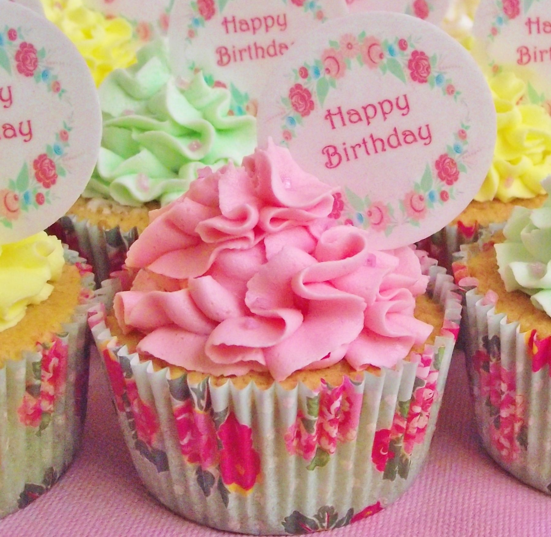 Cupcakes Happy Birthday Message