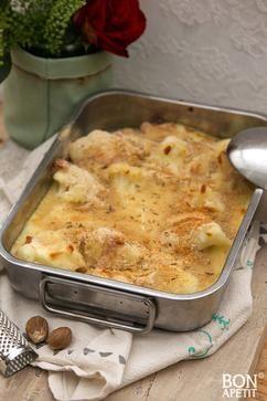 Geweldige gegratineerde bloemkool met ham uit de oven is een uitstekende opwarmer voor het koude weer. Smullen voor groot en klein. Recept op BonApetit!
