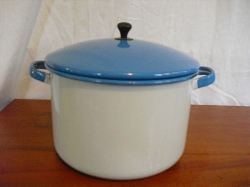 VINTAGE ENAMELWARE BLUE WHITE POT WITH LID