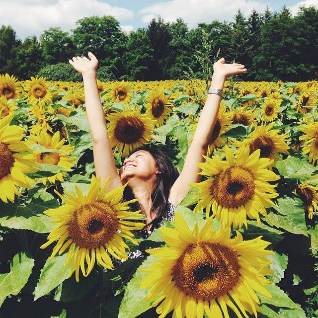 """""""Throwback to summertime in Southern Ontario where we spent sweltering hot days swimming in lakes, snuggled in between gigantic overgrown sunflowers, hike up the trails only to find ourselves eating tons of Kawartha ice cream and back to the cabin for some stargazing time."""""""