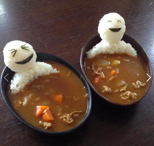 eataku:    Teru Teru Bozu riceballs bathing in curry… Love it!    Courtesy of Lisa Katayama over at www.tokyomango.com