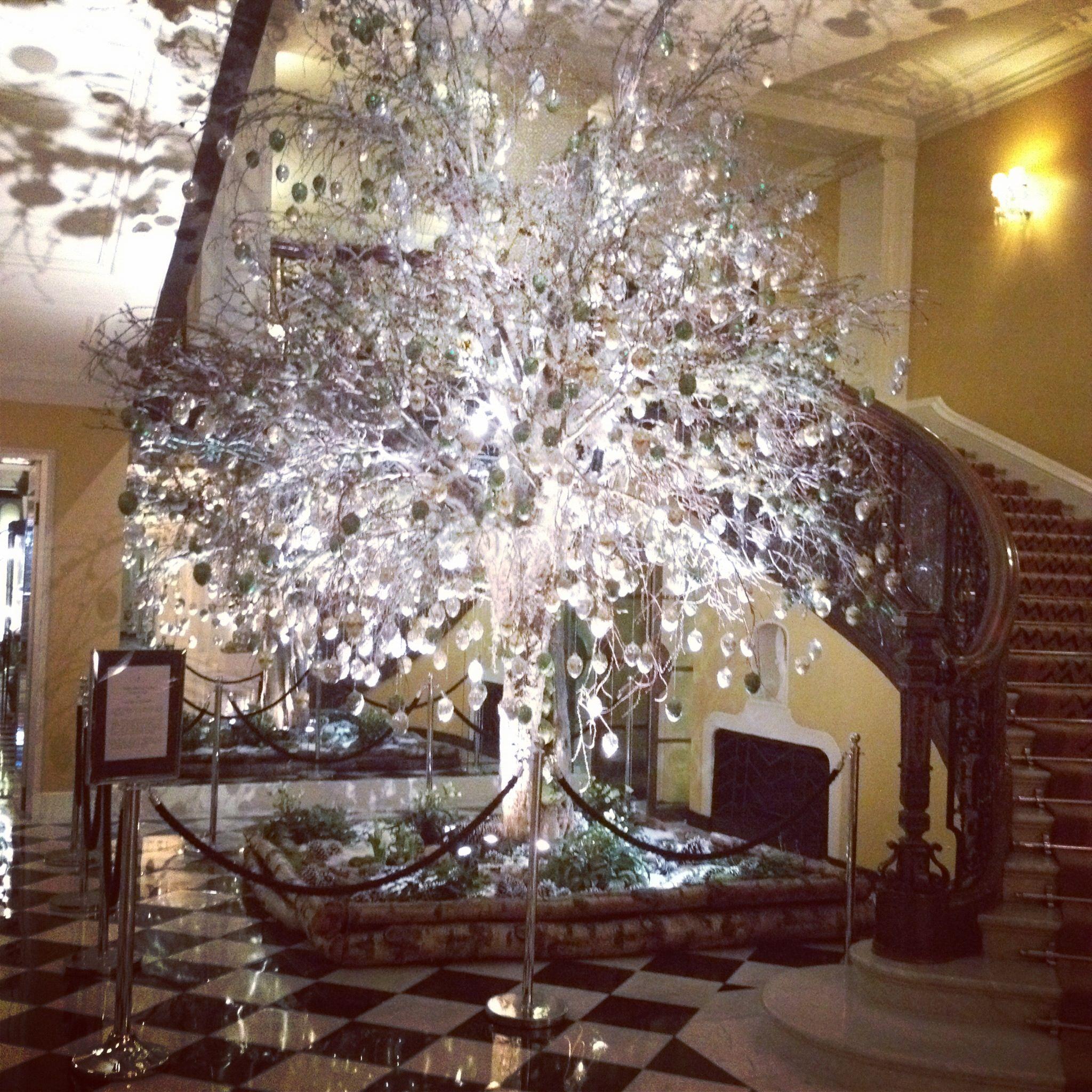 Claridges hotel 2012 christmas tree designed by kally for Hotel decor 2017