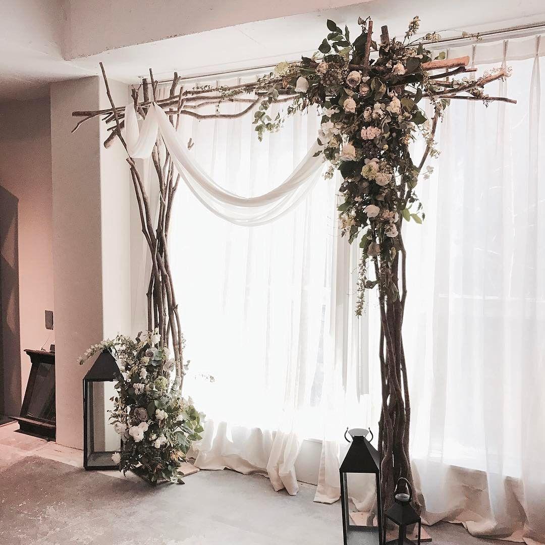 "1,188 Likes, 4 Comments - 플로리스트 이주연 florist Lee Ju Yeon (@vanessflower) on Instagram: "". . #아치 #아치장식 #웨딩클래스 . . 화이트 그린으로 자연스럽게 🤞🏻 . . #Order 👉🏻Katalk ID vaness52 WeChat ID vaness-flower…"""