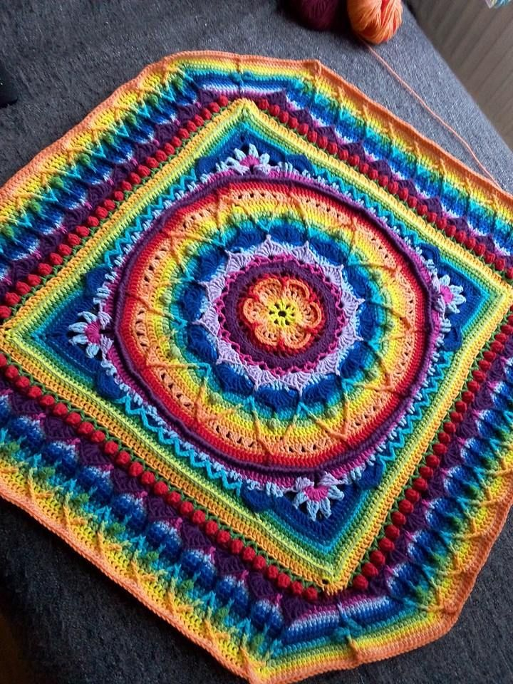 Sophie\'s Universe ... Free Pattern is at: LookATwhatimade.com (don\'t ...