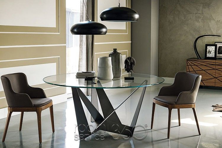 Skorpio Round Dining Table Magda Armchairs and Hublot Pendants by