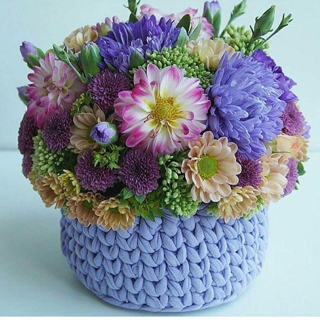 Bom dia flores do dia!!!! Muitas flores para alegrar nossa segunda feira!!!! Desejo uma semana abençoada, produtiva, cheia de amor ❤️ . . . By @karpovahome . . . . #inspiration #inspiração #cestatrapillo #cestotrapillo #cestofiodemalha #fiosdemalha #trapillo #yarn #crocheteiras #crochet #crocheting #crochetlove #crochetingaddict #croche #yarnlove #yarn #knitting #knit #penyeip #feitoamao #handmade #croche #croché #crochê #croshet #penyeip #вязаниекрючком #uncinetto #かぎ針編み #instagramcro...