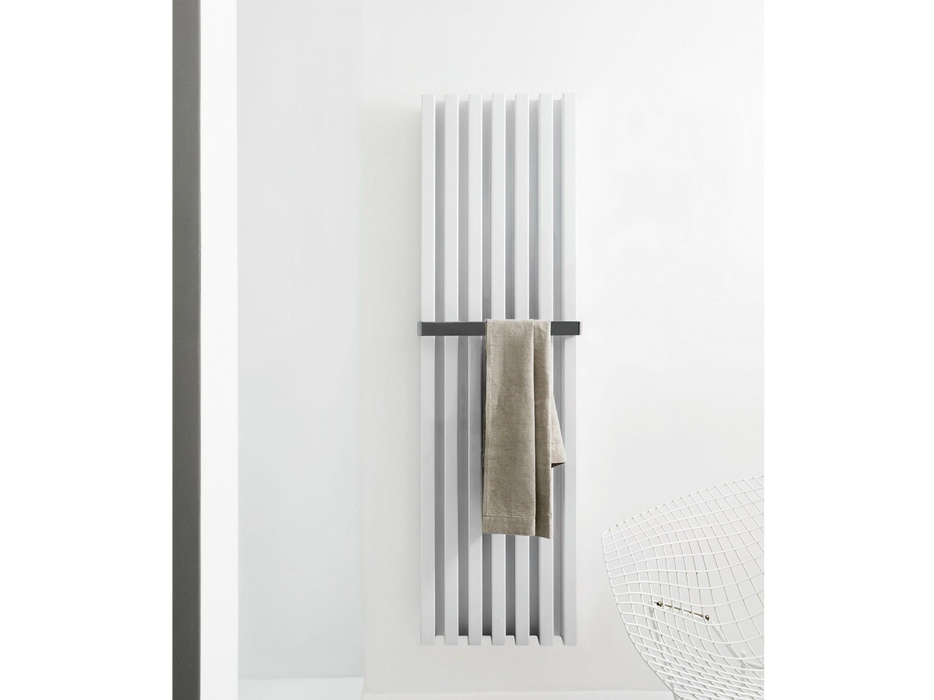Radiador decorativo vertical de pared SOHO BATHROOM by Tubes Radiatori diseño Ludovica+Roberto Palomba