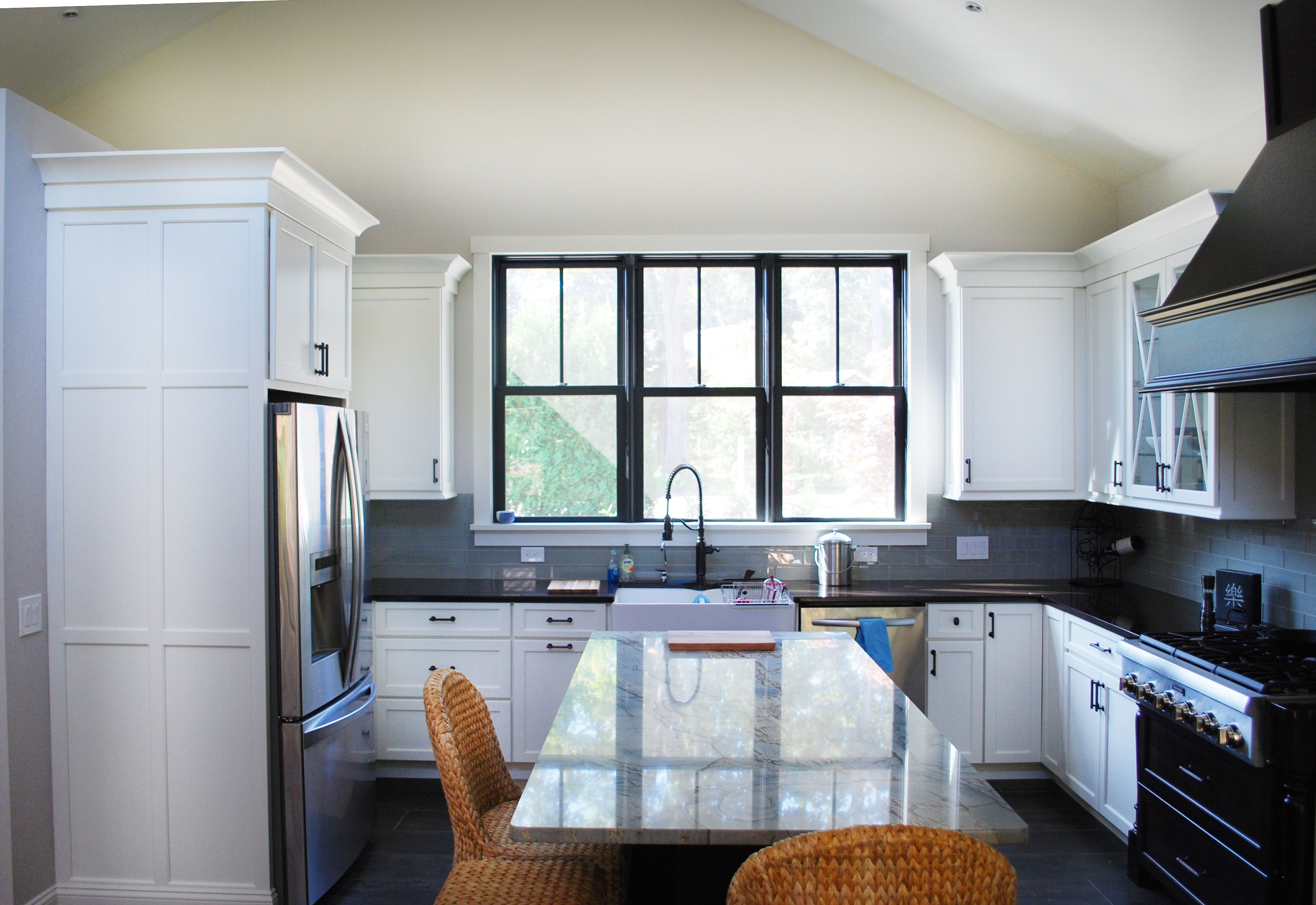 Open Concept Black and White Kitchen | Large Kitchen ...
