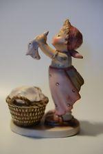 Vintage Goebel Hummel collectible figurine Wash Day 321 TMK-5